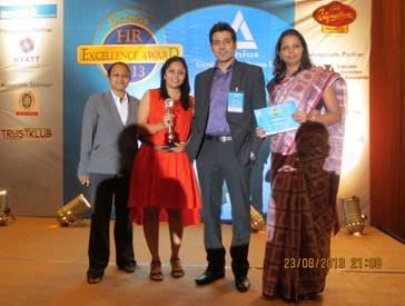 Tikona HR Team with Award.jpg